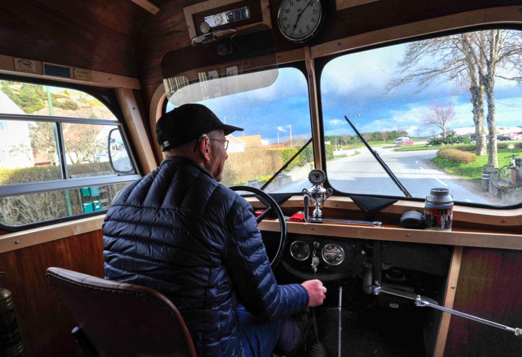 Steinar Åtland har tatt plass i førersetet og tar oss med på en rundtur i Søgne.