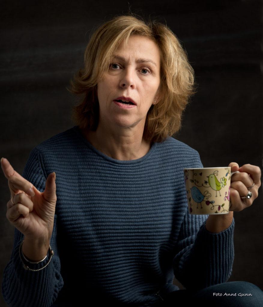 Inger Grete Lia Stålesen lar seg lett engasjere, og har et stort hjerte for de som faller utenfor.